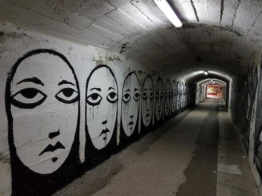 Im Budva-Tunnel zwischen Hotel Iberostar Bellevue und Dukley Beach Lounge