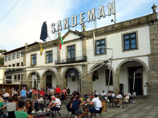 Platz vor der Portweinkellerei Sandeman