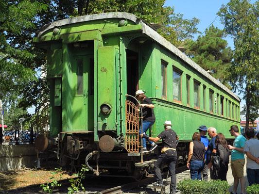 Neben dem Museum ist Stalins persönlicher Eisenbahnwaggon ausgestellt. Der grüne Pullman-Waggon wurde speziell gegen Attentate verkleidet.
