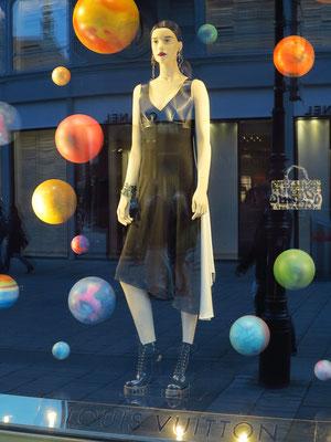 Louis Vuitton, Luxusmarke für Handtaschen und Mode, Tuchlauben 3-7