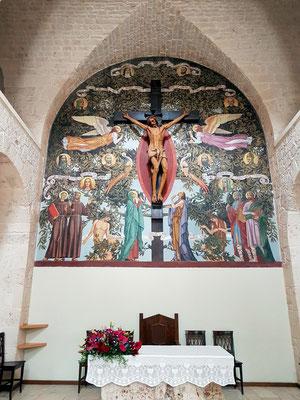 Sant'Antonio di Padova, Kruzifix mit Christus und Wandgemälde