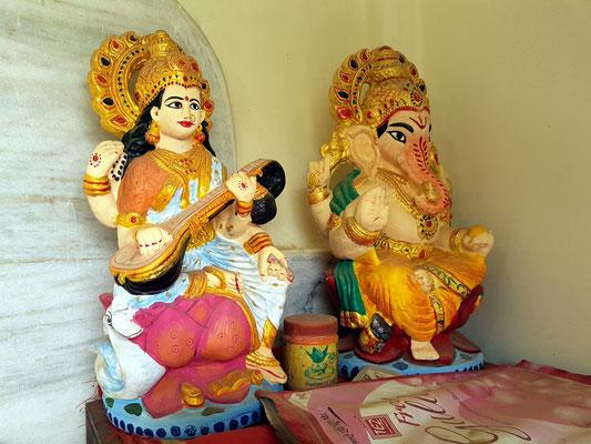 Heritage Hotel Surajgarh Fort, Hindu-Kapelle mit zwei Göttern: Saraswathi (links) und der elefantenköpfige Ganesha