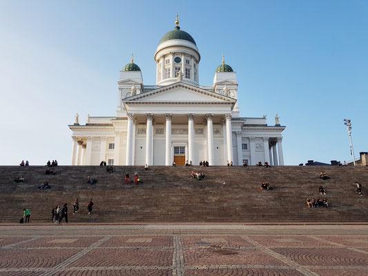 Dom von Helsinki mit monumentaler Treppe zum