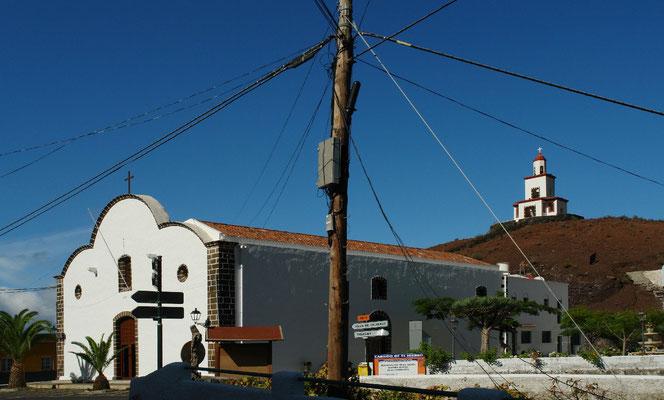 Frontera, Kirche Nuestra Señora de la Candelaria mit ihrem Glockenturm auf einem Lavakegel