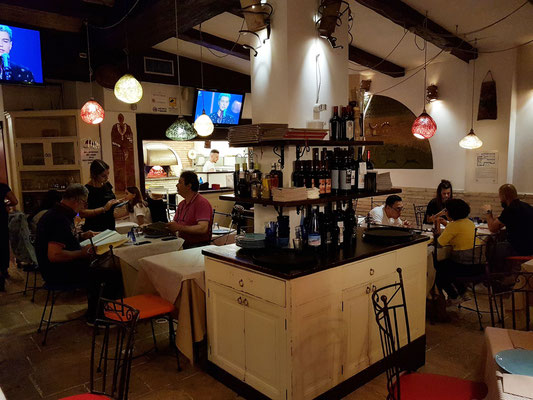 In der Pizzeria Bari-Napoli am 6.6.2019 ...