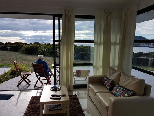 Cantinho das Buganvilias, Blick vom Wohnzimmer auf die Terrasse