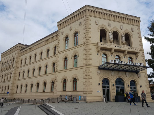 """Bergwerksdirektion, 1877–80, von Martin Gropius entworfen, heute Einkaufszentrum """"Europa-Galerie"""""""