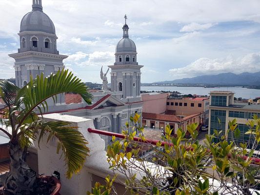 Blick von der Dachterrasse des Hotels Casa Granda auf die Kathedrale