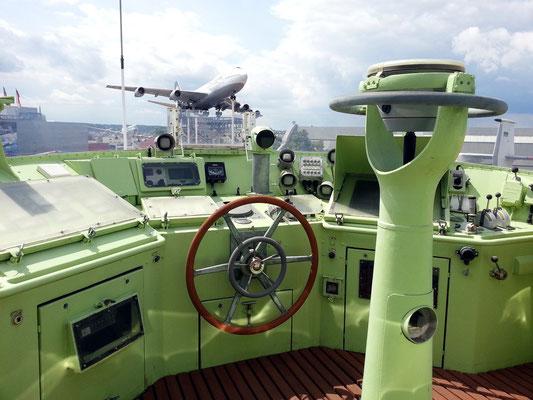 Obere Brücke des Seenotkreuzers John T. Essberger