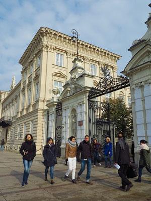 Haupteingang zur Universität