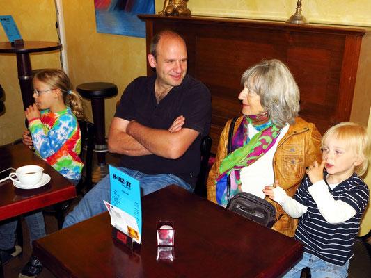 Brigittes Geburtstag am 23.06.2013 in Köln, Almut und Neffe Marc