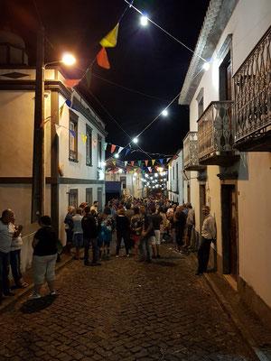 Dorffest im abendlichen Fajã Grande
