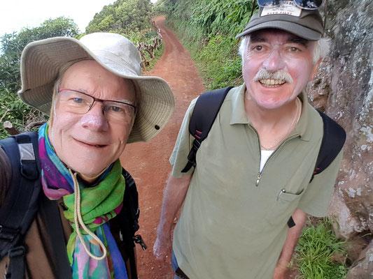 Zwei Bleichgesichter (mit Sonnenmilch) auf der Wanderung