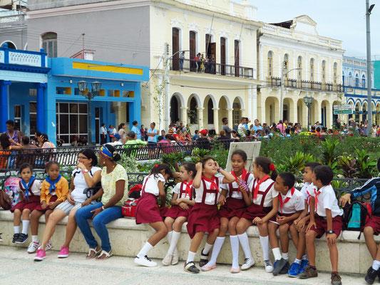 Bayamo, Schulkinder im Parque Céspedes