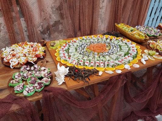 Vorbereitung für den Stehimbiss einer Hochzeit im Ristorante Il Pescatore, Marina di Corricella