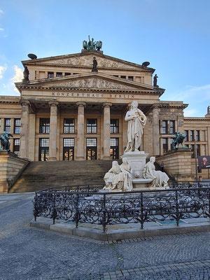 Konzerthaus Berlin und Schillerdenkmal