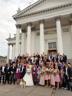 Hochzeit vor dem Dom von Helsinki