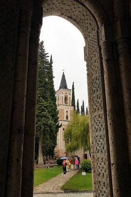 Blick von der Kathedrale auf die Klosterkirche Bodbe
