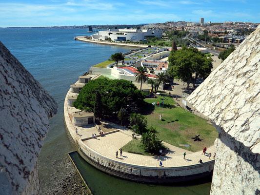 Torre de Belém, Blick von der oberen Aussichtsplatform nach WNW zur Fundação Champalimaud