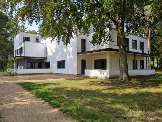 Dessau, Meisterhaus Kandinsky/Klee. Dieses von Walter Gropius 1926 erbaute Doppelhaus zählt mit den vier weiteren Meisterhäusern seit 1996 zum UNESCO Welterbe.