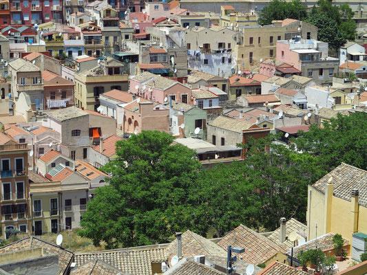 Blick von der Oberstadt Castello auf das Altstadtviertel westlich der Via Santa Margherita