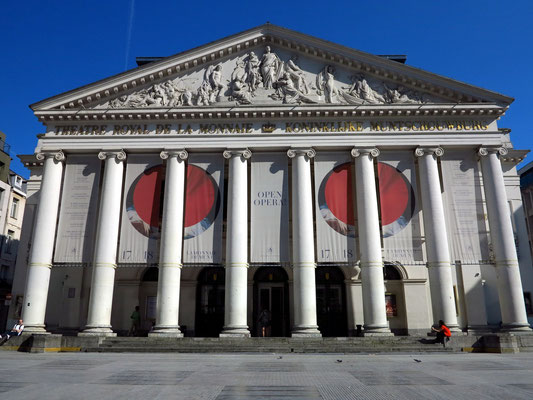 Die Brüsseler Oper mit dem erhaltenen klassizistischen Vorbau von 1819