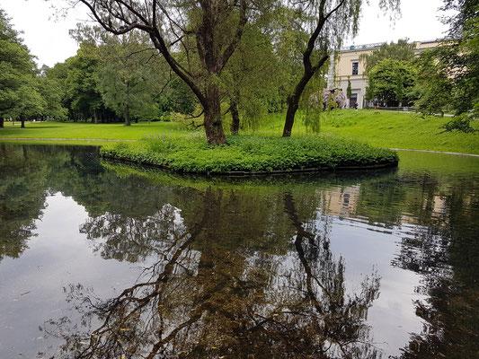 Park hinter dem Königlichen Schloss