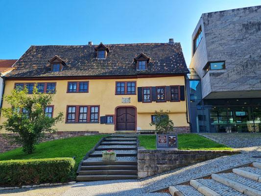 Geburtshaus von Johann Sebastian Bach mit angeschlossenem Erweiterungsbau aus heimischem Muschelkalk von 2007 (Architekt: Berthold Penkhues)