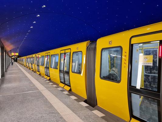 U-Bahnhof Museumsinsel mit Sternenhimmel (eröffnet 9. Juli 2021)