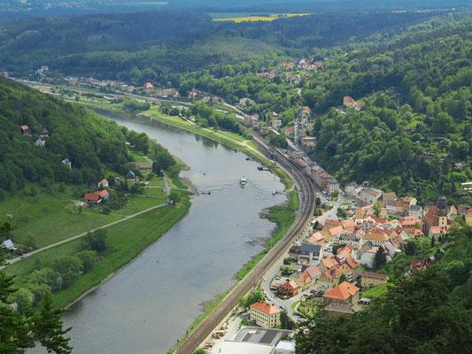 Blick von der Festung zur Stadt Königstein und elbaufwärts
