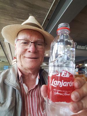Im Aeropuerto Norte. Erinnerung an regelmäßiges Wasser trinken