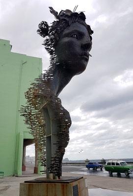Skulptur am Malecón: Primavera von Rafael Miranda San Juan, 2015 (artsanjuan.com)