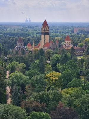 Blick von der Aussichtsplattform zum Südfriedhof