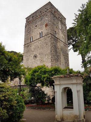 Villa Rufolo, Wohnturm Torre Maggiore. Richard Wagner fand 1880 in den Gärten um den Pozzo die Inspiration für das Bühnenbild des 2. Aktes (Klingsors Zaubergarten) seiner Oper Parsifal.