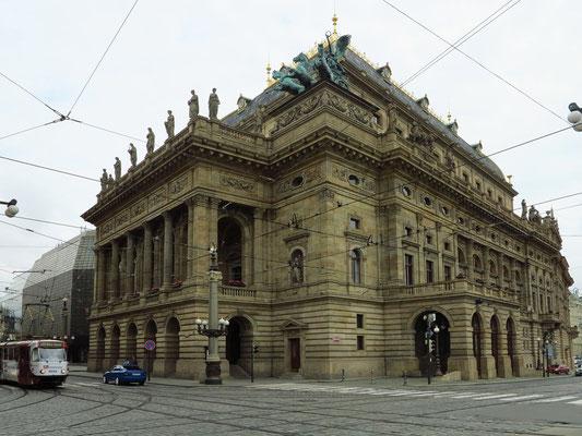 Das Nationaltheater (Národní divadlo), 1868 bis 1881 im Stil der Neorenaissance errichtet, gilt als ein nationales Symbol.
