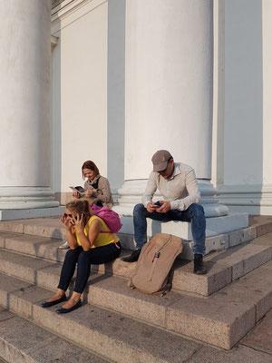 Vor dem Dom von Helsinki