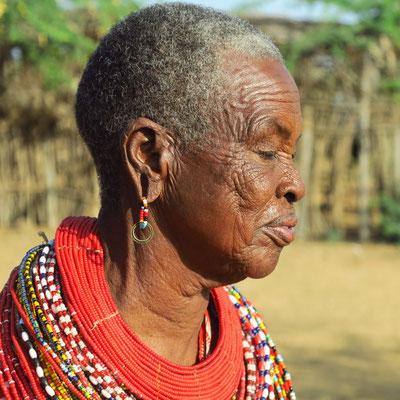 Ohrläppchen mit größeren Löchern gelten bei den Samburo und Massai als Schönheitsideal.