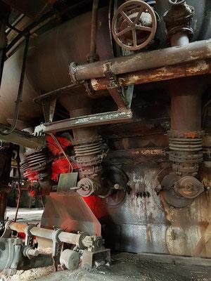 Unterer Teil des Hochofens. Der Abstich des flüssigen Eisenerzes erfolgte von unten mit einer Abstichmaschine.
