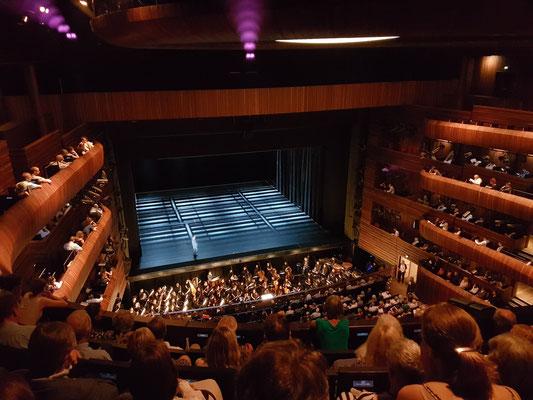 Vor der Aufführung von Giacomo Puccinis Tosca (Inszenierung Calixto Bieito)