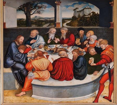 Zentrales Altarbild mit dem Abendmahl von Lucas Cranach, um 1539. Porträts von Reformatoren und Anhängern der Reformation als Jünger Jesu; vorne rechts Martin Luther als Junker Jörg, dem der Mundschenk (Lucas Cranach d. J.) den Becher reicht.