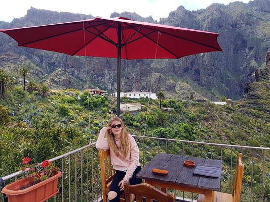 """Auf der Terrasse des Restaurants El Guanche """"Alte Schule"""""""