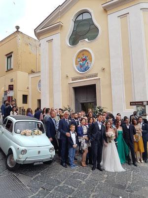 Hochzeitsgesellschaft vor der Santuario S. Maria delle Grazie Incoronata