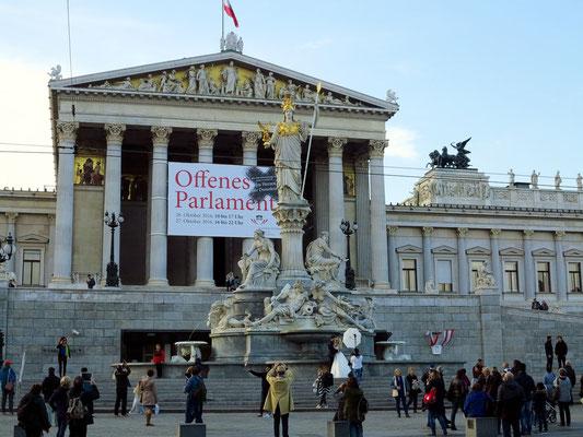Parlamentsgebäude an der Wiener Ringstraße, in dem die beiden Kammern des österreichischen Parlaments tagen