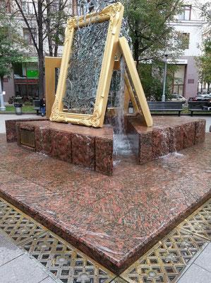 Skulptur auf einem Platz nahe der Tretjakow-Galerie