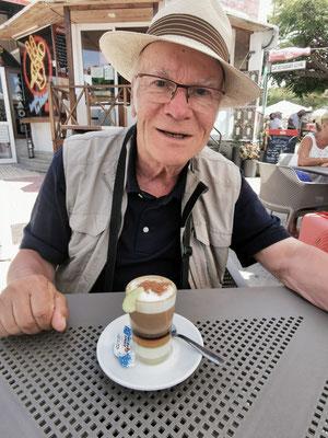 Bester Barraquito im Café Pepito in La Paz (Foto: Sabine N. Hernández)