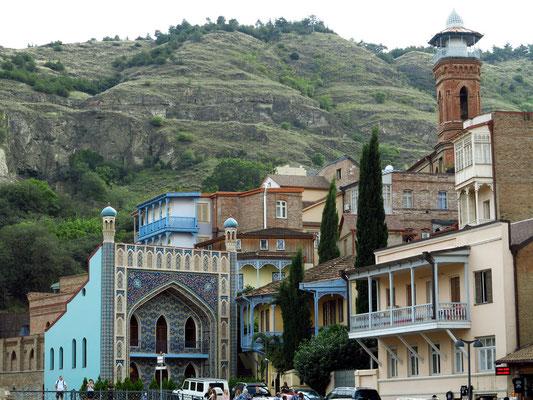Blick auf das Orbeliani-Bad, das mit seinen blauen Kacheln an eine Moschee erinnert (1893)