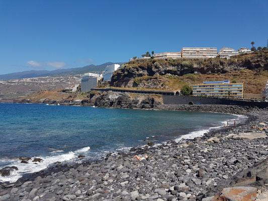 Playa de Martiánez mit Blick zum Hotel Best Semiramis (links)