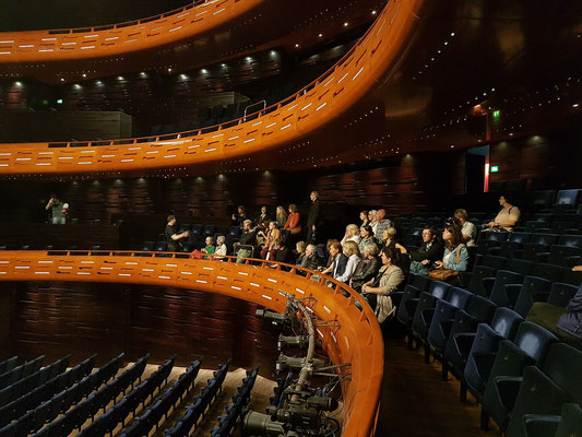 Großer Saal für 1700 Zuschauer