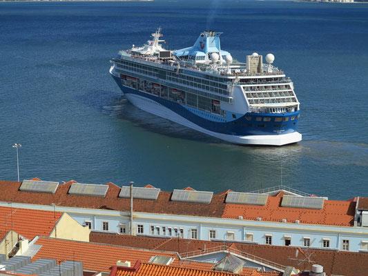 Ablegen des Kreuzfahrtschiffes