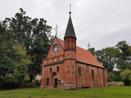 Kapelle Althof, Wiege des Klosters Doberan, Erstgründungsort des Zisterzienserklosters in Althof (1171) (Gebäude vermutlich 14. Jh., neugotischer Westgiebel)